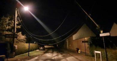 Un poteau menace de tomber, la rue de Cantraine à Busnes bloquée